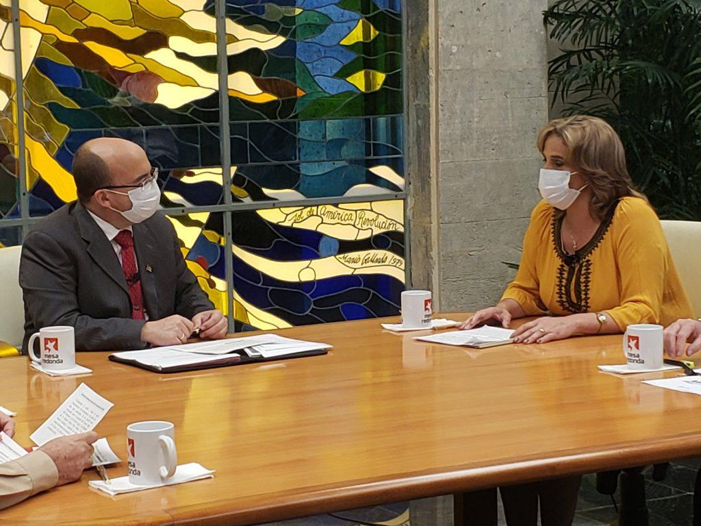 La ministra de Comercio Interior, Betsy Díaz Velázquez, explica las medidas del sector para la primera fase de la etapa post COVID-19