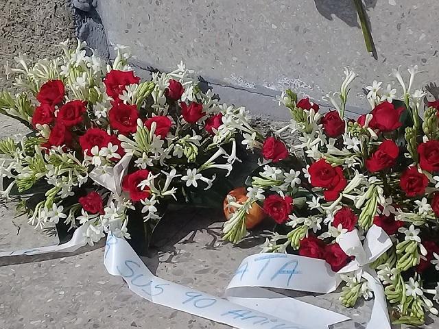 Dedican ofrendas florales al percusionista Tata Güines.