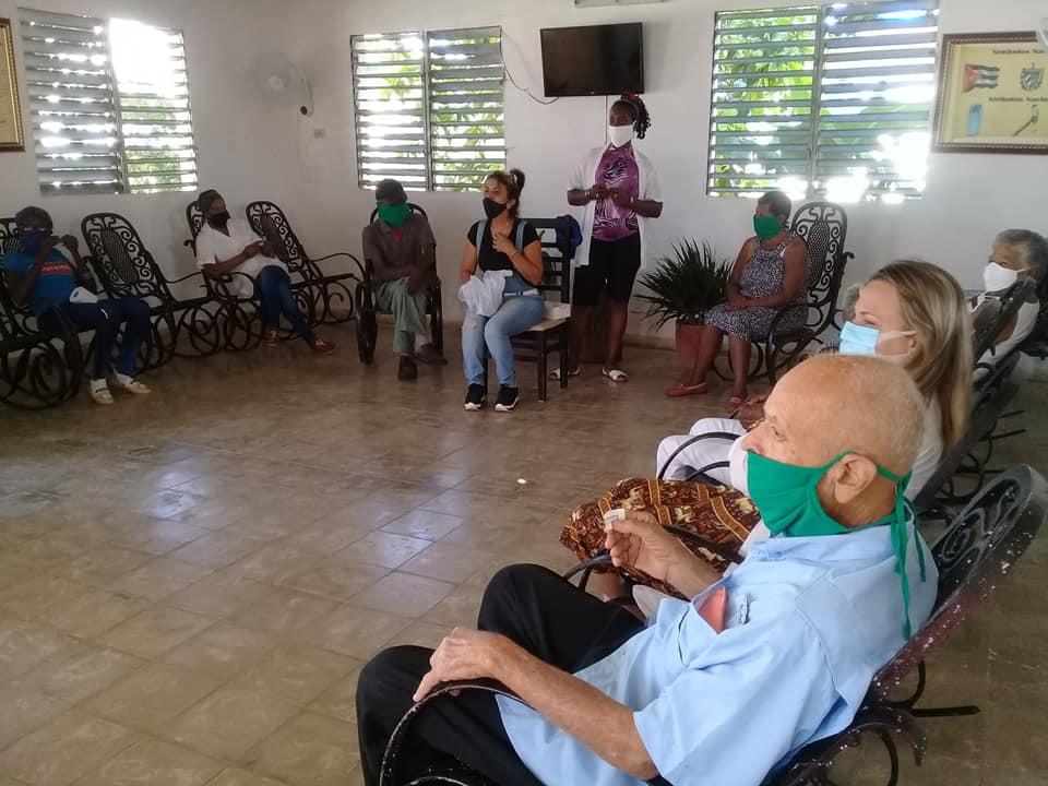 Ancianos regresan a su segundo hogar.