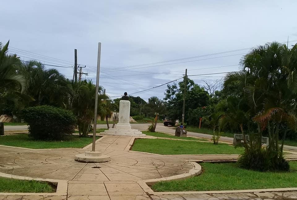 Parque aledaño a dicha institución educacional, única de su tipo en el municipio.