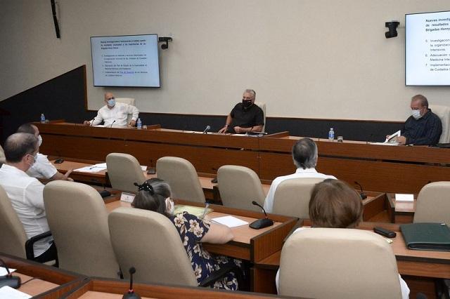 Intercambio con expertos y científicos, quienes enfrentan directamente a la Covid-19 en el país.