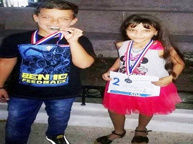 Lorena Acosta Saldiña junto a otro de los pioneros ganadores