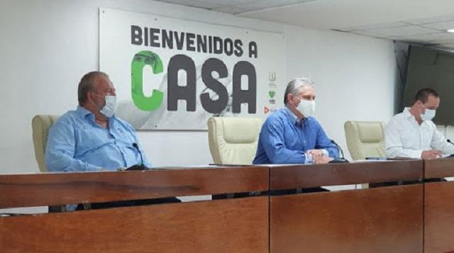 Díaz-Canel intercambia con médicos internacionalistas que apoyaron lucha contra la COVID-19