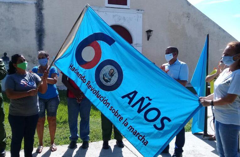 Recibe Federación de Mujeres Cubanas de Madruga bandera de Vanguardia Nacional