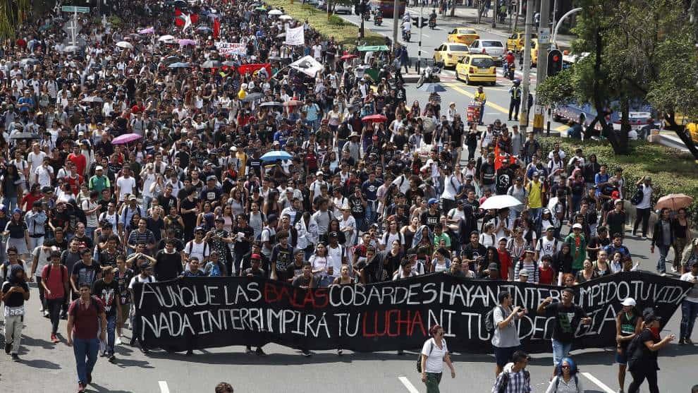 Estudiantes de Colombia rechazan recientes actos de violencia.