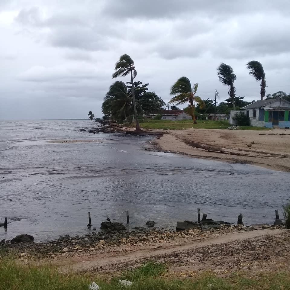 Interrumpen estancia de vacacionistas en Playa Mayabeque.