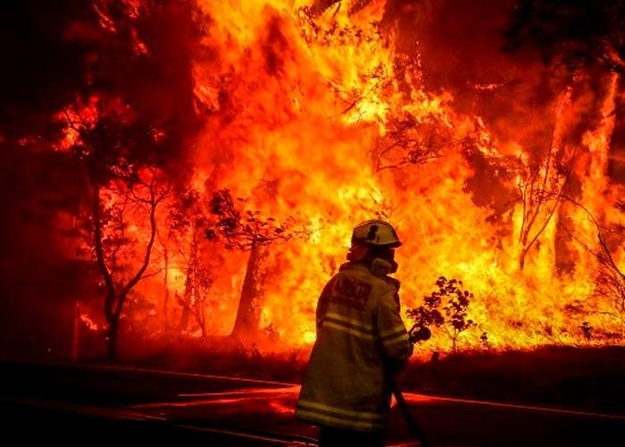 Más de 100 fuegos activos en 12 estados del oeste de Estados Unidos.