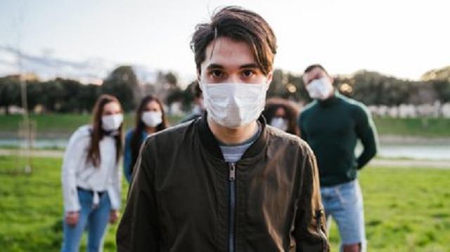 Controlar a los jóvenes en tiempos de pandemia puede resultar tarea difícil, pero hay que lograrlo.