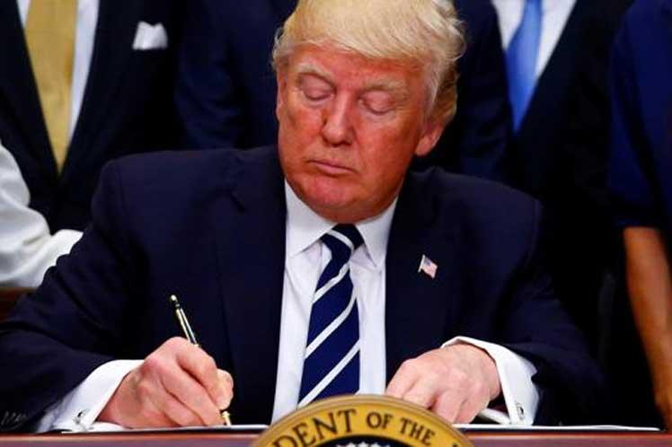 Trump renueva estatuto base del bloqueo contra Cuba