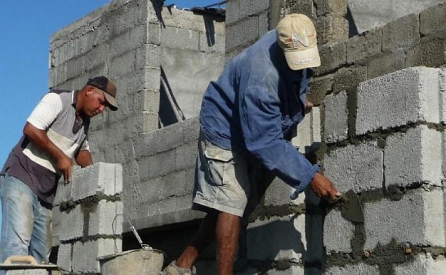 Trabajadores del sector no estatal en Madruga apoyan ejecución de obras sociales.