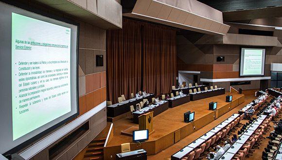 Debaten diputados cubanos cuatro proyectos de leyes