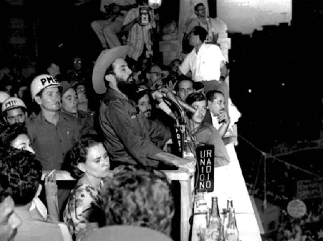 Comandante Camilo Cienfuegos en el Palacio de la Revolución.