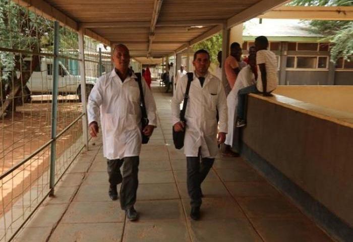 Dialogan cancilleres de Cuba y Somalia sobre médicos cubanos secuestrados.