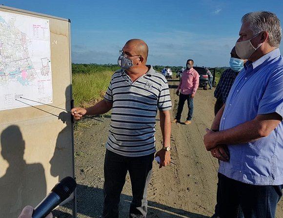 Visita gubernamental repasa programas productivos al centro de Cuba