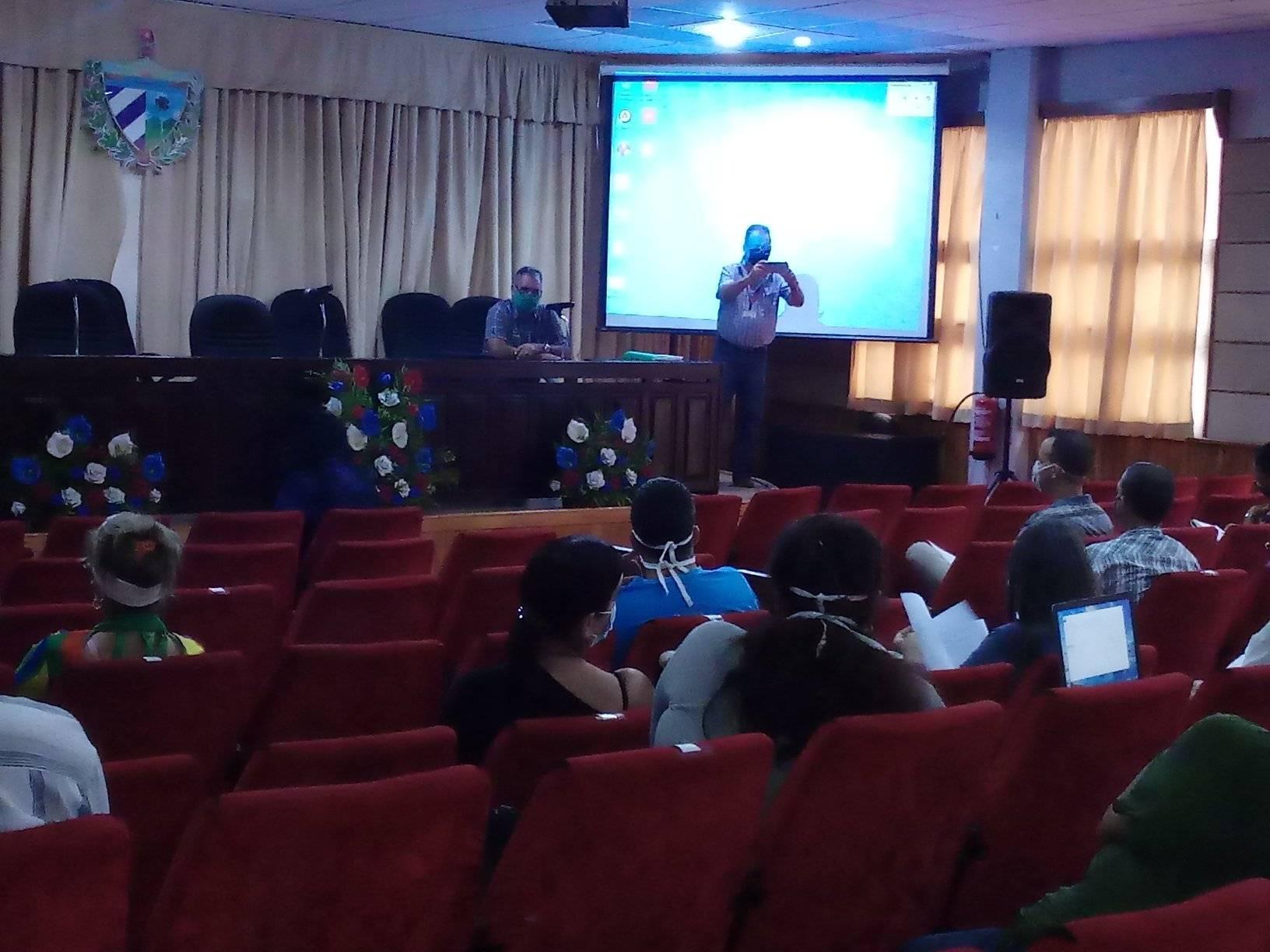 Gobierno de Mayabeque analiza temas económicos, políticos y sociales.