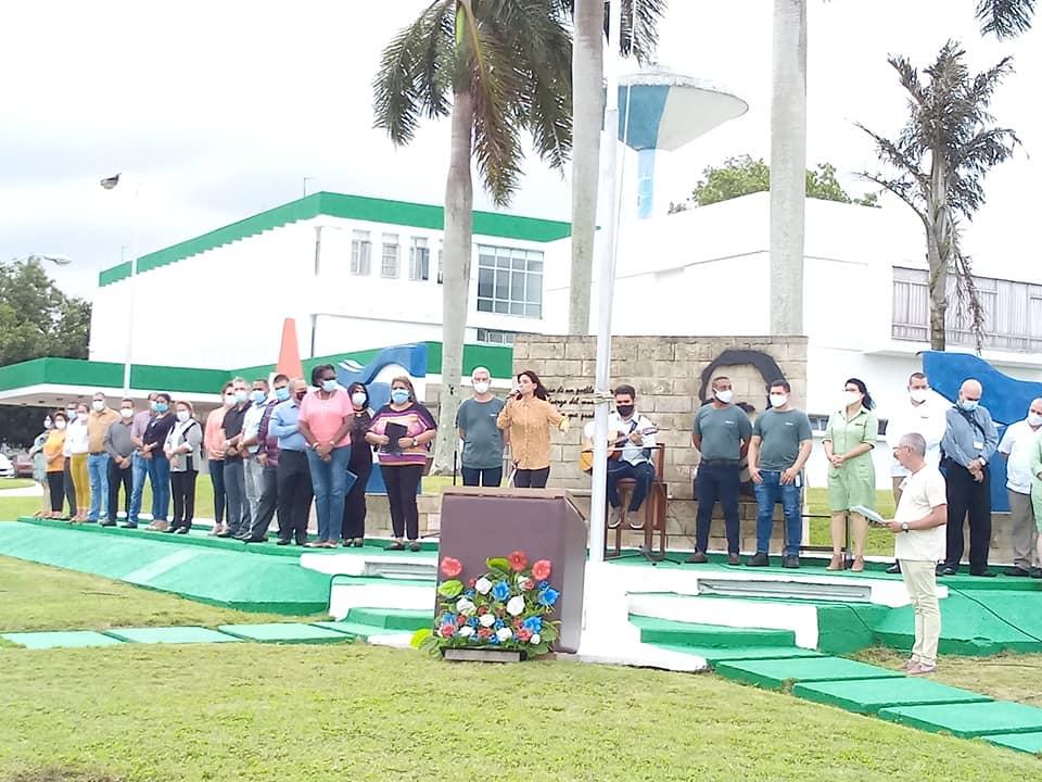 Recibe Centro Nacional de Biopreparados Condición Vanguardia Nacional y Bandera Proeza Laboral.
