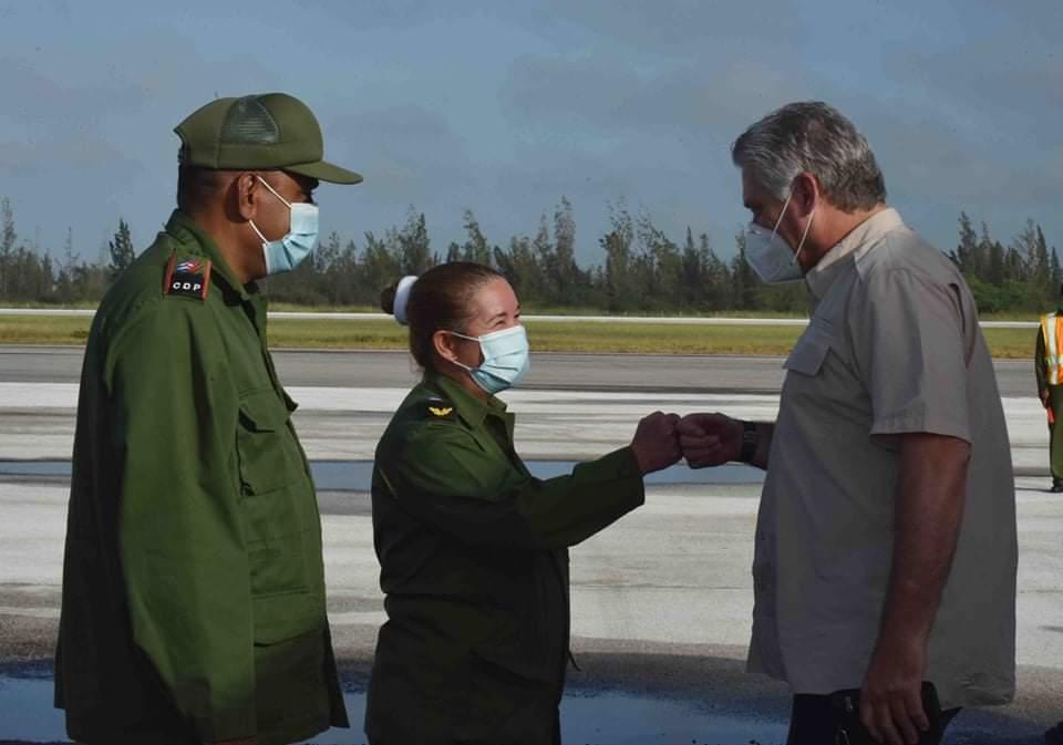 President of Cuba visits areas of Villa Clara affected by Eta.