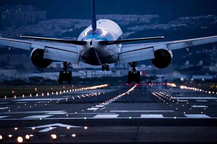 Covid-19 provoca crisis de conectividad aérea internacional