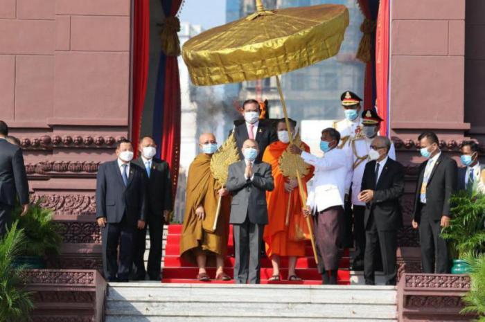 Presidente de Cuba felicita a Rey de Cambodia