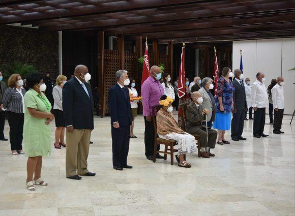 Díaz-Canel resalta esfuerzo de trabajadores distinguidos en Cuba