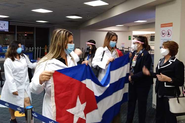 Arribaron a Panamá médicos de Cuba para combatir la Covid-19
