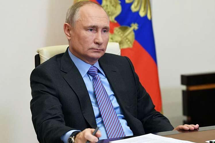 Putin por unidad rusa ante desafíos de la Covid-19