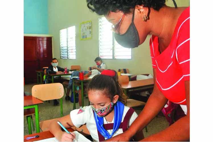 President of Cuba Congratulates Educators on their Day