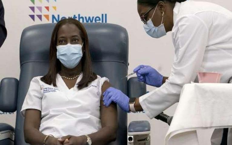 Comenzarán a vacunar contra el coronavirus en Estados Unidos