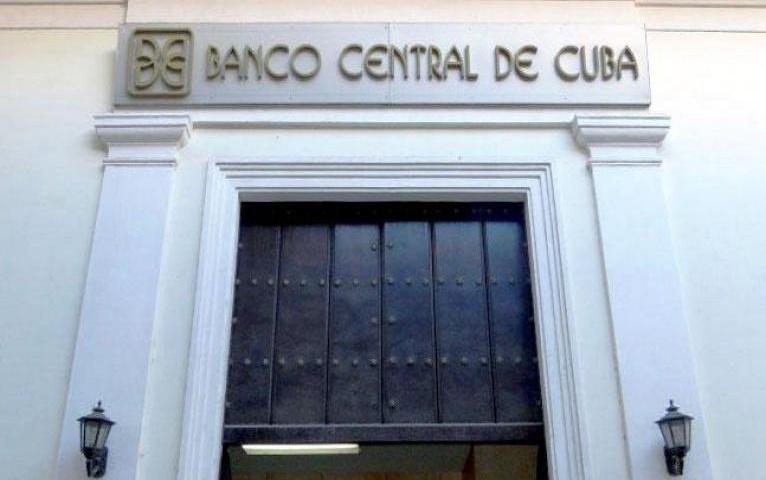 Informa Banco Central de Cuba reducción de horarios ante situación epidemiológica de La Habana
