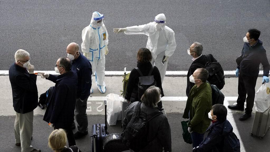 Especialistas de la Organización Mundial de la Salud investigan orígenes del coronavirus.