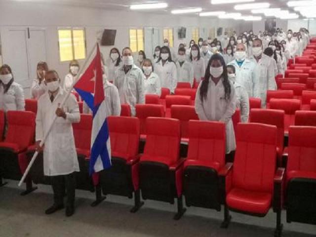 Regresan a Cuba médicos que combatieron la Covid-19 en Kuwait.