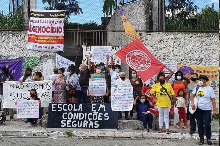 Protestas en Brasil por retorno seguro a las aulas.