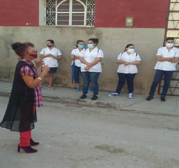 Directora Municipal de Salud Pública en Madruga intercambia con estudiantes de medicina.