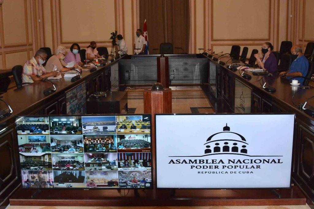 Parlamentarios de Cuba fiscalizan desarrollo socioeconómico de la nación.