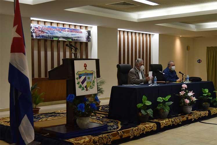 Reunión de trabajo con miembros del Consejo de Ministros y autoridades de Ciego de Ávila. Foto: Prensa Latina