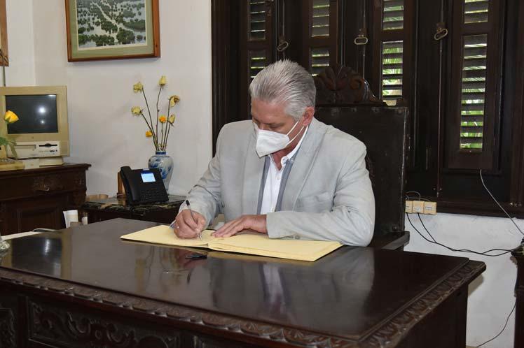 Para Díaz Canel visitar la institución era un anhelo.
