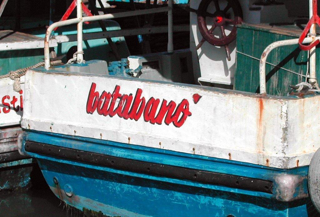 No se detienen en las labores para alargar la vida útil de las 31 embarcaciones. Foto: Radio Rebelde