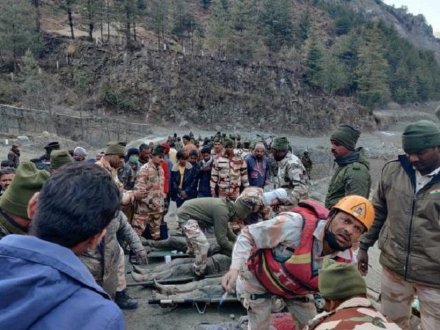 Continúa operación de rescate en la India tras inundaciones.