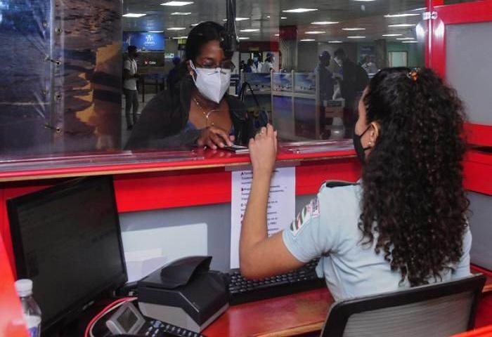 Informan nuevas decisiones relacionadas con la entrada y salida de viajeros a Cuba.