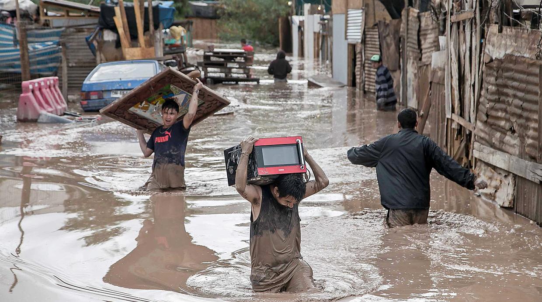 Fuertes lluvias y deslizamientos mantienen a Chile en alerta.