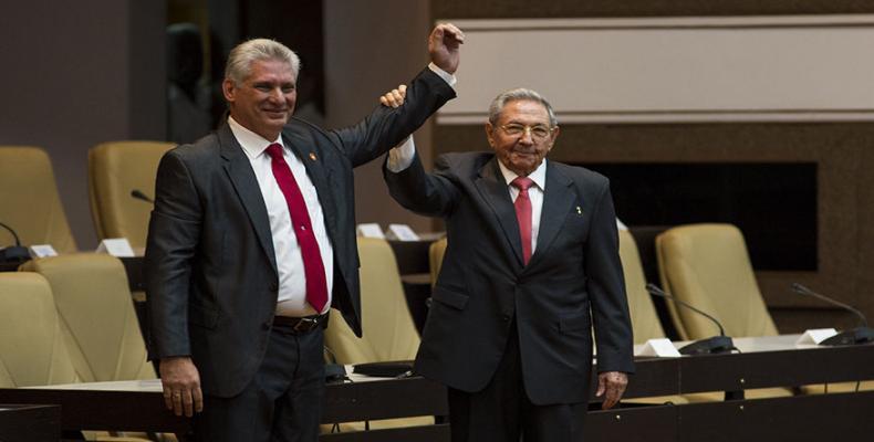 Díaz-Canel y Raúl Castro, ejemplos de militantes consagrados al PCC y a su pueblo.