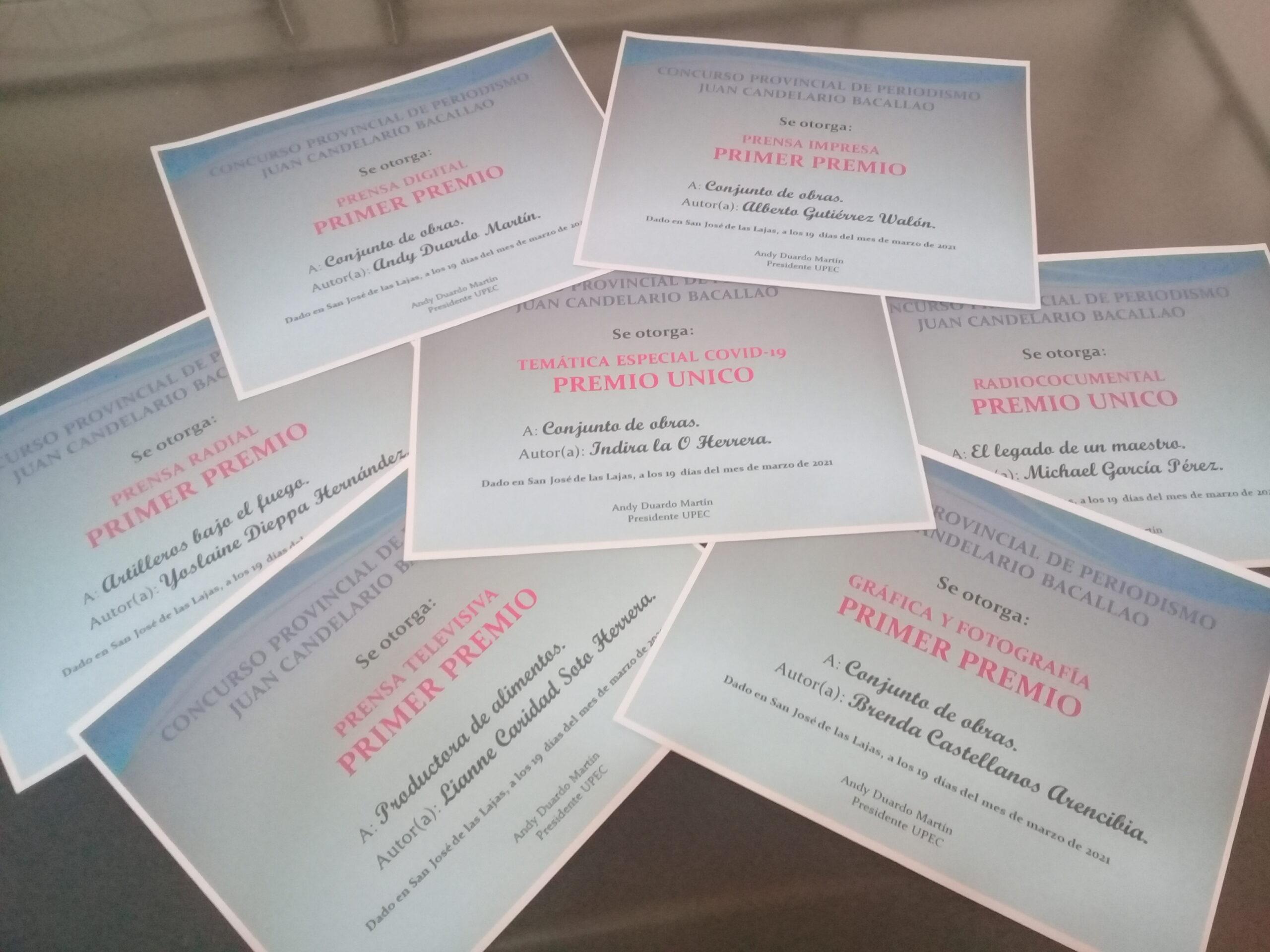 Diplomas que recibirán los premiados