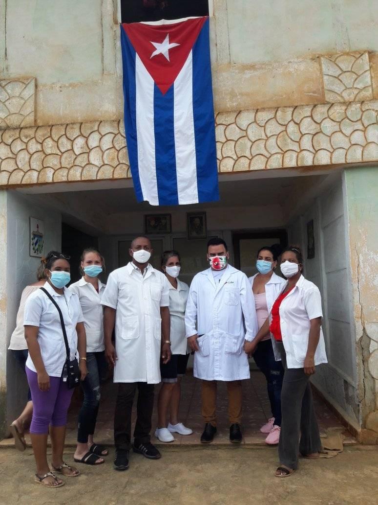 Emotivo recibimiento a enfermero de Batabanó tras regresar de México.