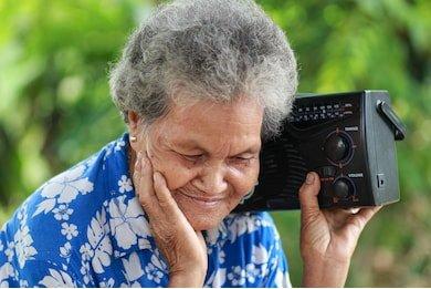 La jornada se le dedica a esas personas fieles que diariamente buscan en el medio radiofónico una compañía. Foto: Archivo