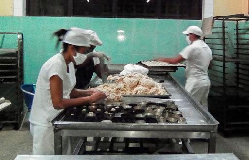 A buen ritmo producción en unidad empresarial de base Alimentos y Productos Varios en Nueva Paz