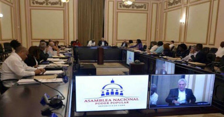 Aprueba Consejo de Estado cubano tres nuevos decretos leyes