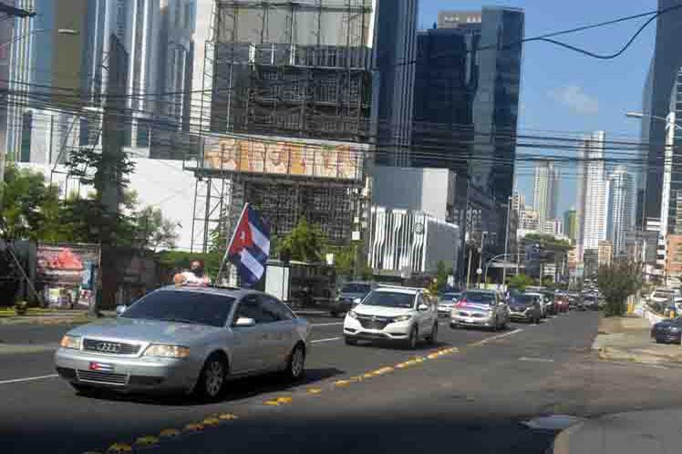 Caravana en Panamá contra el bloqueo a Cuba.