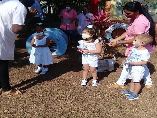 Círculos Infantiles 60 años cuidando el futuro de la patria.
