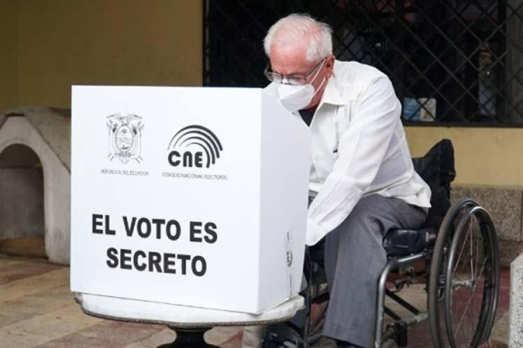 Ecuador desarrolla voto en casa para adultos con discapacidad física