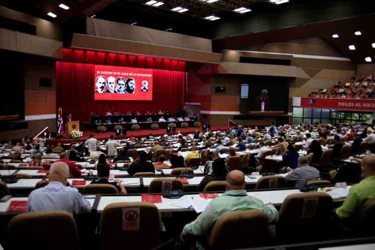 Hoy tendrá su primera reunión plenaria el nuevo Comité Central electo la víspera.